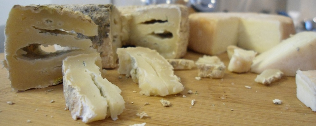 Sampling Le Fromager de Pekin Cheese @ Organic Farmer's Market in Beijing