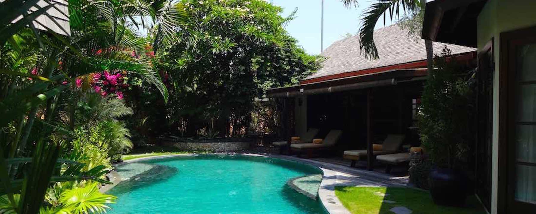 Luxury lataliana villas 200m from the beach in bali - Villas en bali ...
