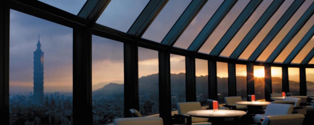 Shangri-La's Far Eastern Plaza Hotel, Taipei is 5 Star Luxury with Gorgeous Views